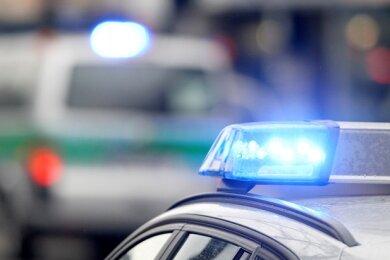 Zwei Verletzte und ein hoher Sachschaden: Das ist die Bilanz eines Verkehrsunfalls vom Freitagmorgen im Zwickauer Ortsteil Schlunzig.
