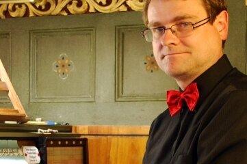 Organist Pavel Cerný aus Prag spielt am Samstag die große Walcker-Orgel in der Sankt Annenkirche.