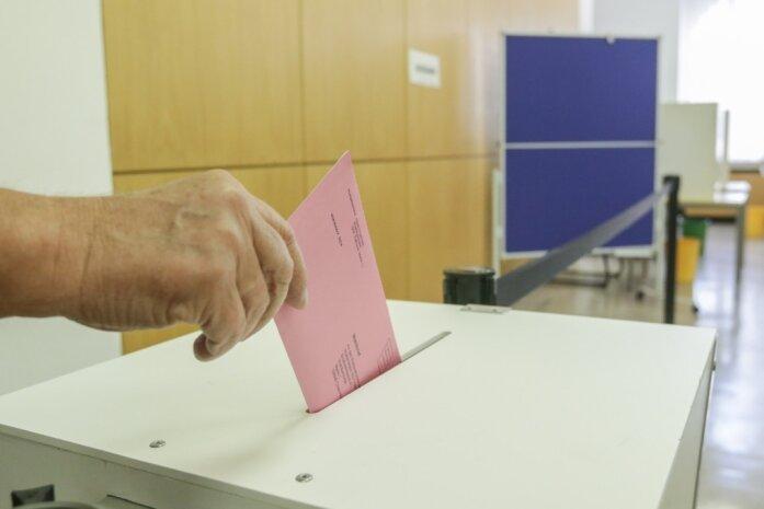 Im Sofort-Wahllokal im Rathaus können Einwohnerinnen und Einwohner seit Montag ihre Stimme für die Bundestagswahl abgeben. Die Stadtverwaltung rät angesichts der Pandemie jedoch, die Briefwahl zu nutzen.