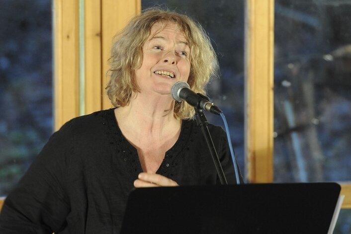 Jazzsängerin Pascal von Wroblewsky gestaltet mit Mitstreitern die Inszenierung am Sonntag ab 3 Uhr am Riedelhof Eubabrunn.
