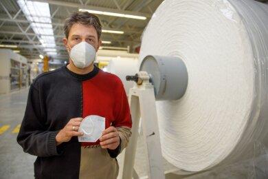 André Lang, Geschäftsführer von Norafin, mit einer Schutzmaske. Aus seiner Sicht wird ein aktiver Schutz gegen Viren auch künftig eine wichtige Rolle spielen.