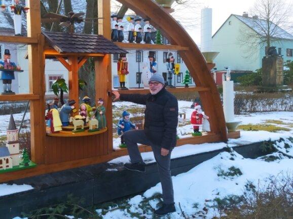 Volkmar Herklotz vor dem Schwibbogen in der Bergstadt, wo sonst immer die Auftaktveranstaltung des Stadtvereines stattfindet.