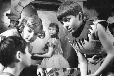 """Szenenfoto aus """"Die Abenteuer des Cipollino"""", einem der meistgespielten Stücke der frühen Jahre."""