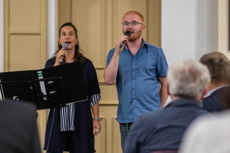 Mit bekannten Titeln gestalteten Kathleen Richter aus Oberhain und Michael Baldauf aus Obergräfenhain musikalisch die Auszeichnungsveranstaltung der Ehrenamtler im Lunzenauer Bürgersaal.