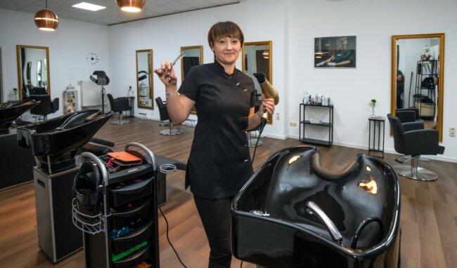 Friseurmeisterin Janine Hartmann in ihrem neuen Haaratelier in Lichtenstein.