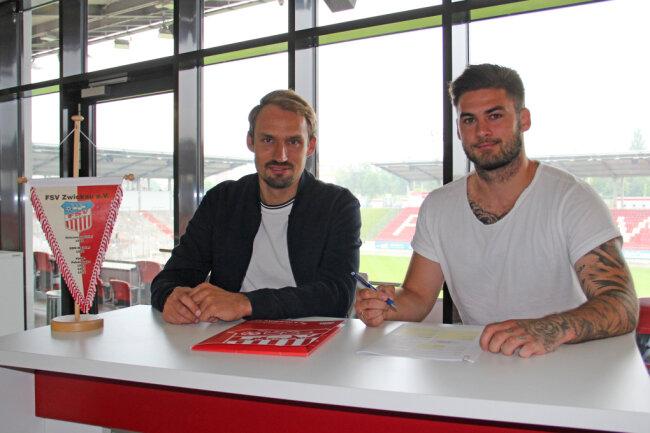 FSV-Sportdirektor Toni Wachsmuth (links) und Neuzugang Dominic Baumann.