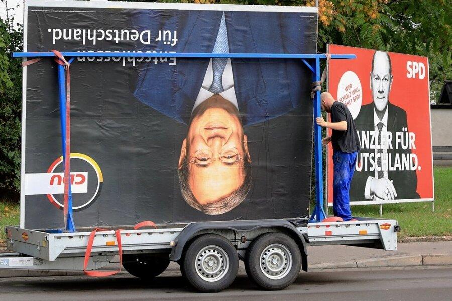 Der Tag danach: Erste Wahlplakate werden abgeräumt. In Sachsen hielten einige Unionspolitiker selbst die wenigen Plakate mit dem Konterfei von Kanzlerkandidat Armin Laschet für wenig hilfreich.