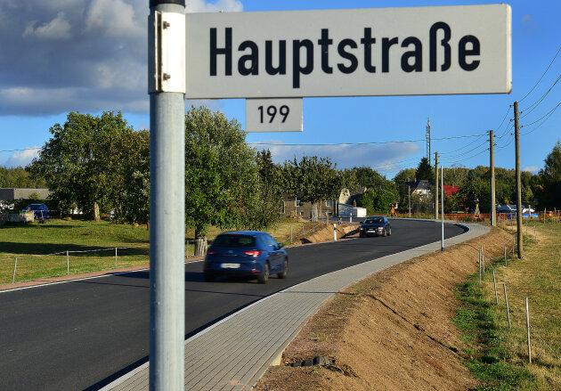 Die neu gebauten Ortsdurchfahrt durch Rossau.