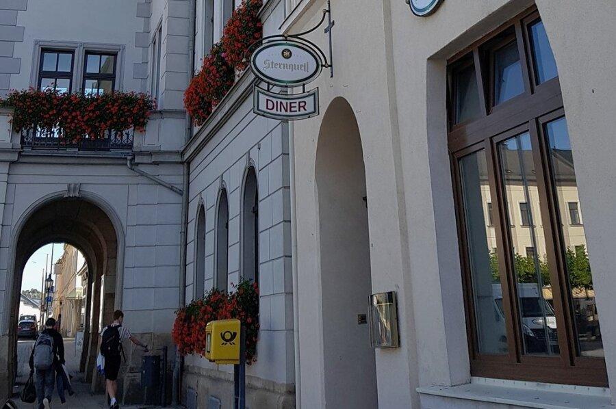 Aus dem früheren Stadtcafé neben dem Oelsnitzer Rathaus wird jetzt eine Pizzeria.