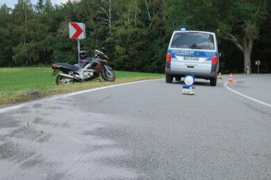 Ein Motorradfahrer ist bei einem Unfall am Sonntag auf der S 275 zwischen Eibenstock und Wildenthal verletzt worden.