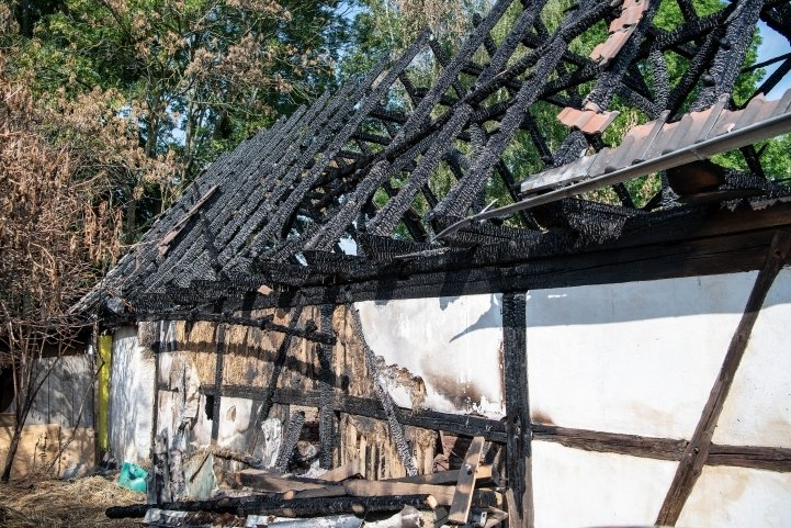 Dieses Gebäude auf dem Gelände des Erlebnishofs stand Ende Juli in Flammen. Sollte es wieder aufgebaut werden, könnte dort nach Vorstellungen des Vereins Christophorus-Haus eine Begegnungsstätte entstehen.