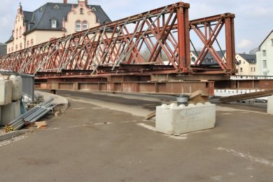 Die Behelfsbrücke  für Fußgänger  wurde bereits  angeliefert. Ab 3. Mai wird sie  vor Ort montiert