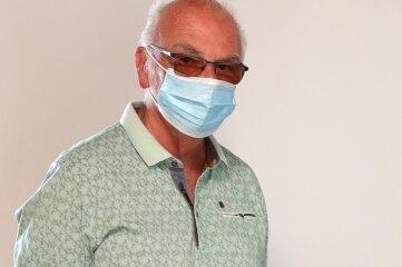Arnd Beyer nahm im Herrenhof Erla sein Wahlrecht wahr. Das Besondere diesmal: Tragen einer Schutzmaske.