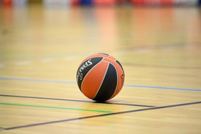 Der Basketballbundesligist wollte am heutigen Samstagnachmittag gegen die Hamburg Towers spielen. Doch zwei Teammitglieder wurden positiv getestet.