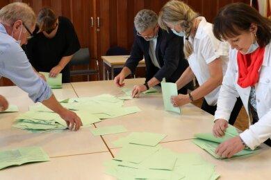 Bis 18 Uhr waren am Sonntag die Wahlräume im Schwarzenberger Stadtgebiet geöffnet. Wenig später begann nach dem Öffnen der verschlossenen Wahlurnen das Auszählen der abgegebenen Stimmen.