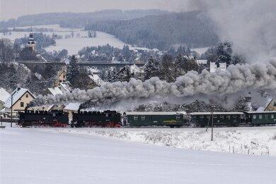 Noch dampft sie zwischen Oberwiesenthal und Cranzahl: die Fichtelbergbahn. Doch im Januar dieses Jahres sind die Fahrgastzahlen dramatisch eingebrochen: Lediglich 3400 Fahrgäste wurden befördert - 83 Prozent weniger als im Januar 2020.