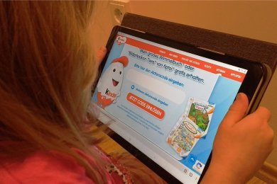 Erst das Ü-Ei verdrücken, dann den inliegenden Gewinncode einlösen. So geht Kinderwerbung heute.