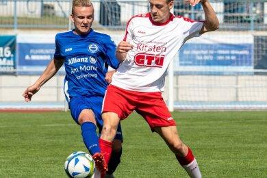 Der Mittweidaer Moritz Eismann (r.) lief in der Vorwoche noch für die erste Mannschaft im Sachsenpokal auf. Diesmal musste er sich Barkas Frankenberg, hier mit Erik Militzer, geschlagen geben.