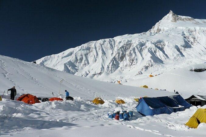 """<p class=""""artikelinhalt"""">Das Trio mit Rainer Jäpel , Alix von Melle und Luis Stitzinger hat am Wochenende das Basislager auf der Mittelmoräne des Manaslu-Gletschers erreicht. </p>"""