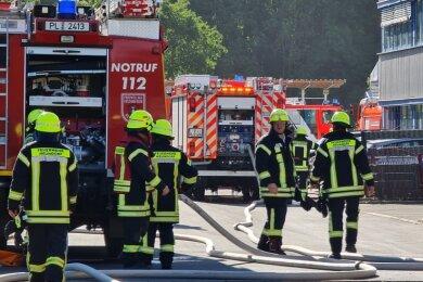 Einen Feuerwehreinsatz hat es am Montagabend auf dem Gelände der Firma Köstner Stahlzentrum am Plauener Leuchtsmühlenweg gegeben. Die Ursache des Feuers ist noch ungeklärt.