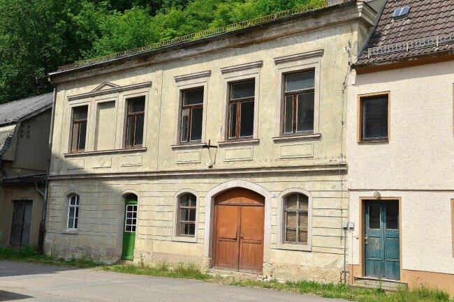 In diesem Nebengebäude soll die Gedenkstätte zum ehemaligen Konzentrationslager Sachsenburg errichtet werden.