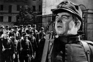 """Verfilmt: """"Der brave Soldat Schwejk"""" aus dem Jahr 1960 mit Heinz Rühmann in der Titelrolle."""