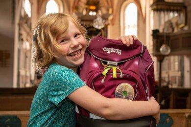 Die sechsjährige Rosine Margarete freut sich schon jetzt auf die Schulanfangsfeier der Evangelischen Grundschule in Seelitz, die in der dortigen Kirche stattfinden wird.