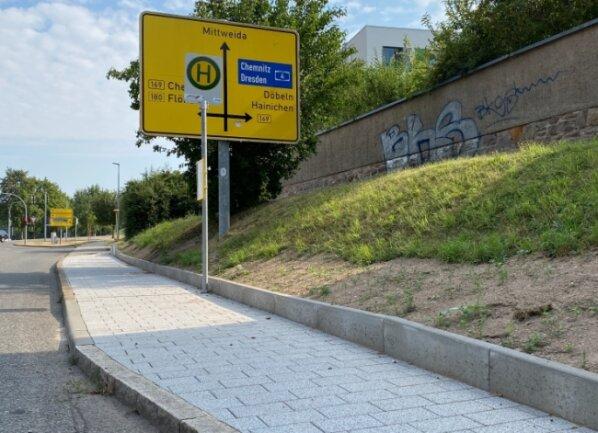 Die neu ausgebaute Bushaltestelle Am Rittergut in Frankenberg ist nichtbehindertengerecht.