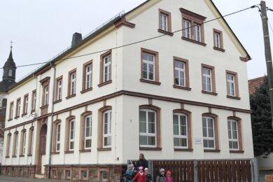 Die einstige Kirchschule, in der das Zettlitzer Gemeindeamt untergebracht ist, soll umgebaut werden. So soll etwa eine physiotherapeutische Praxis in das Gebäude einziehen.