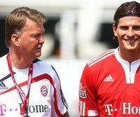 Louis van Gaal (l.) und Mario Gomez beim Münchner Auftakttraining