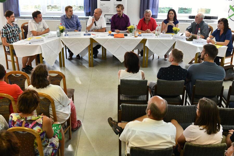 Trotz drückender Hitze kamen mehr als 50 Bürger zum Landtagswahlforum in das Jugendfreizeitzentrum von Brand-Erbisdorf.