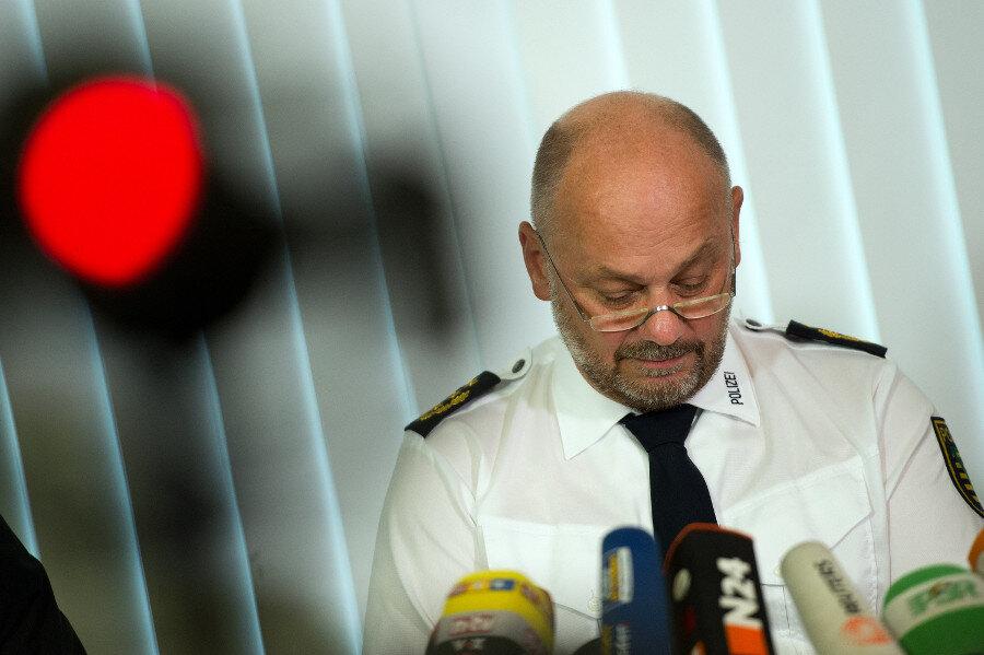 Polizeipräsident Dieter Kroll auf der Pressekonferenz.