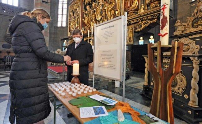 Oberbürgermeisterin Constance Arndt und Superintendent Harald Pepel am Sonntag beim Gedenken im Dom St. Marien.