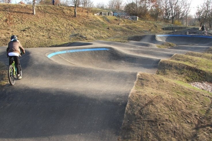 Der Pumptrack-Parcours in Eckersbach kann unter Auflagen genutzt werden. Die Eröffnung ist aber erst im Frühjahr geplant.