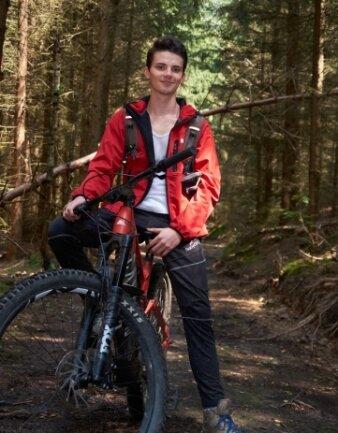 Mit seinem Mountainbike ist Loris Kulke gern in seiner Heimat unterwegs.