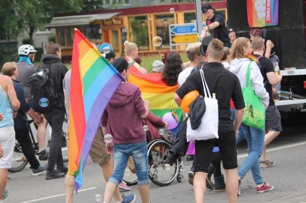 """Der Verein """"Different People"""" engagiert sich unter anderem beim Christopher Street Day in Chemnitz."""