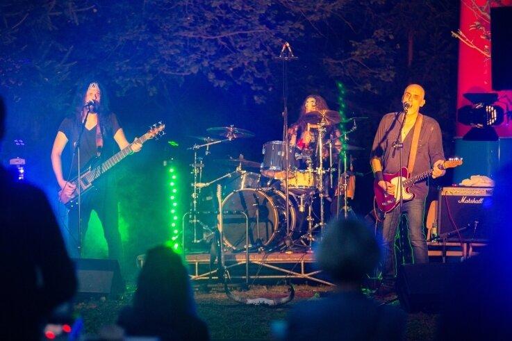 Die Stefan Saffer-Band aus Leipzig spielte am Samstag zugunsten der Tenne-Konzerte in Oederan. Gut 60 Besucher waren begeistert.