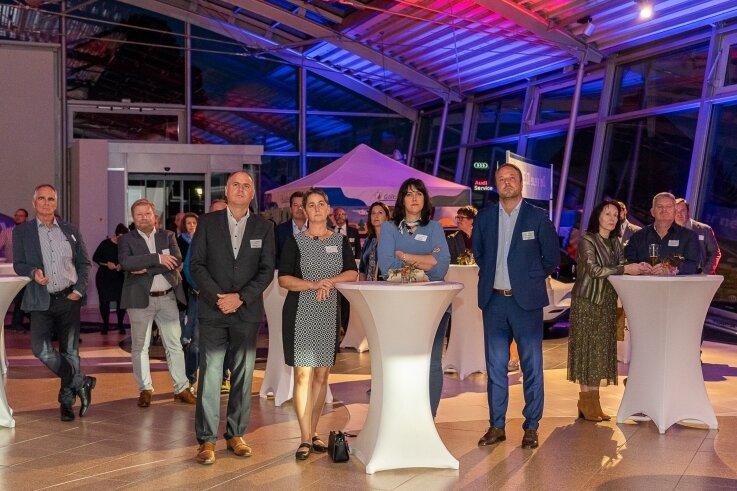 Im Autohaus Schüler in Falkenstein hat am Freitagabend der erste Unternehmerstammtisch im Städteverbund Göltzschtal stattgefunden. Zukunftsexperte Klaus Burmeister aus Berlin hielt einen Impulsvortrag.
