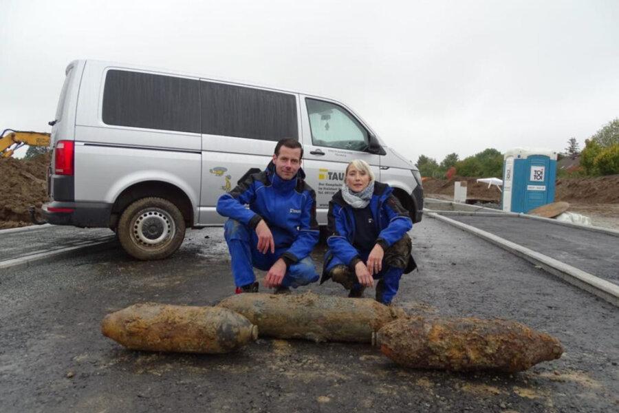 Tobias Oelsner und Bettina Jurga vom Kampfmittelräumdienst Nürnberg haben die drei Bomben entschärft.