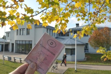 Das kreiseigene Verwaltungsgebäude am Rotvorwerk in Freiberg ist sanierungsbedürftig. Der Landkreis will es verkaufen.