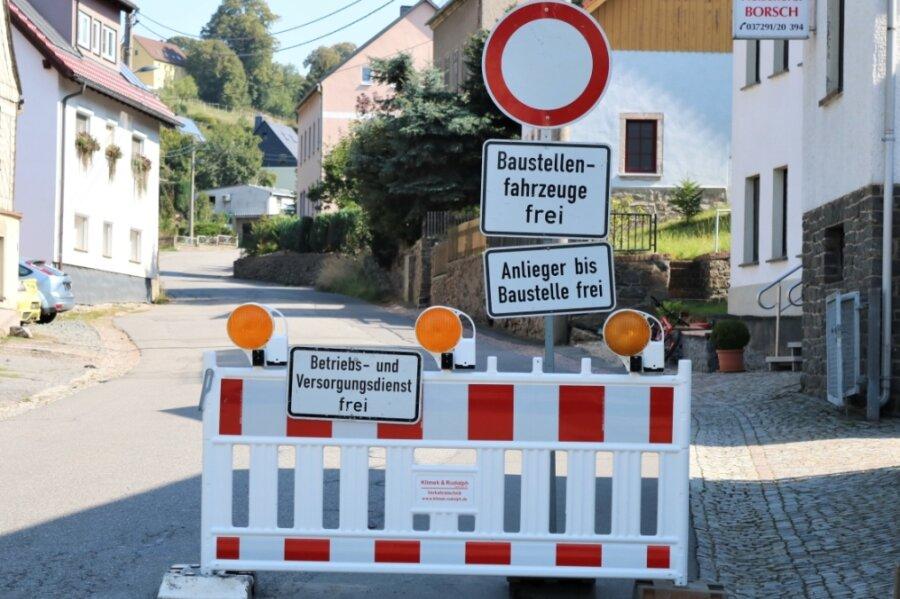 Die Hauptstraße in Leubsdorf bleibt auch in den kommenden Monaten wegen der Sanierung der Ortsdurchfahrt weiter gesperrt.