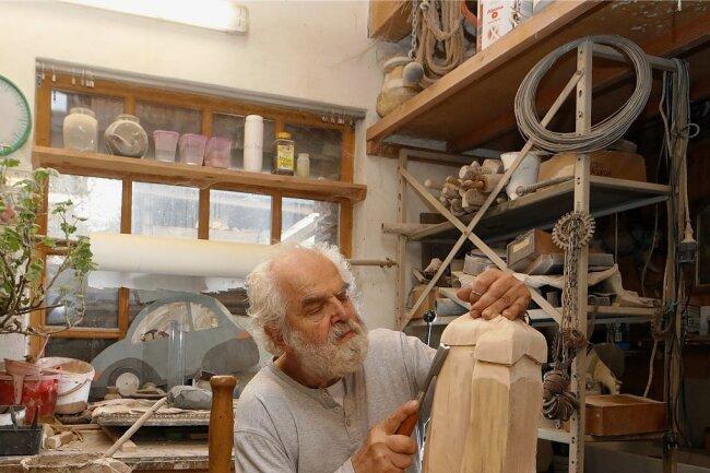 Stephan Taubert aus Meinsdorf erhielt während der Öffnungstage Besuch - mehr als anderswo. Dabei half dem 75-Jährigen möglicherweise die Unterstützung einer langjährigen Kundin.