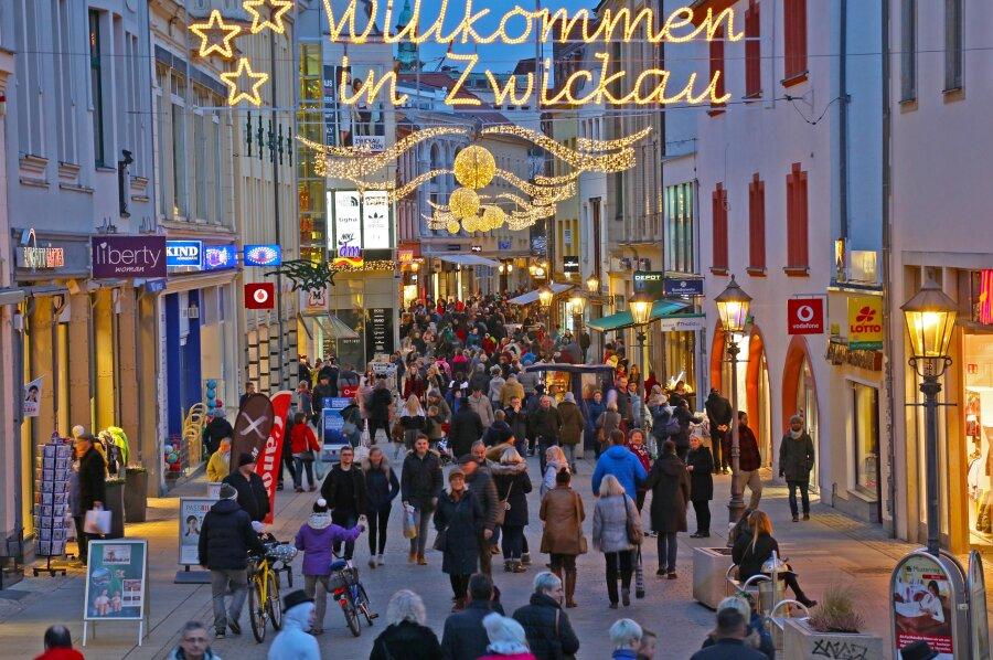 Viele Kunden besorgten am verkaufsoffenen Sonntag in Zwickau Gutscheine.
