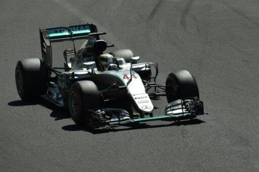 Lewis Hamilton bleibt nach dem Start vorne