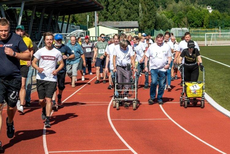 Der Lauf für seelische Gesundheit im Rochlitzer Jahn-Stadion zählte am Mittwoch zahlreiche Teilnehmer und Teilnehmerinnen.