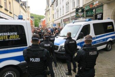 Die Straßen rings um den Altmarkt in Aue wurden durch die Polizei abgesperrt.
