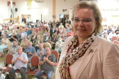 """Veronika Bellmann - hier bei der Wahlkreismitgliederversammlung am Freitagabend im Hotel """"Schwarzes Roß"""" in Siebenlehn - überzeugte die Christdemokraten erneut. In ihrer Rede hatte sie sich auf ihre Lebens- und politische Erfahrung konzentriert."""