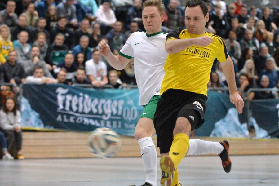 Im ersten Halbfinale standen sich die Mannschaften vom BSC Freiberg mit Meik Mehner und dem TSV Langhennersdorf mit Julian Kindler gegenüber.