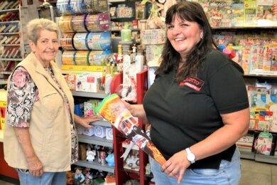 30 Jahre im Geschäft: Lotto Damaschke Eppendorf eröffnete am 27. August 1990. Damals war Rosemarie Damaschke (l.) Inhaberin. Seit 2013 führt Tochter Katja Damaschke den Betrieb.