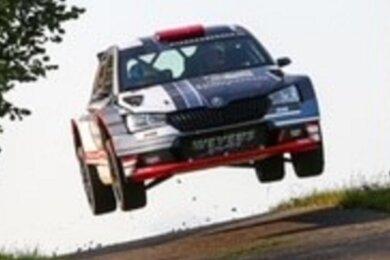 Wollen im neuen Auto hoch hinaus: Der Crottendorfer Rallye-Pilot Carsten Mohe und sein Beifahrer Alexander Hirsch vom MC Grünhain lieferten bei der Saarland-Pfalz-Rallye einen gelungenen Auftritt ab. Mit Rang 6 dürfen die beiden zufrieden sein - und wollen mehr.